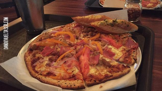 dandovueltascr-pizzoteca